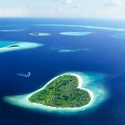 00991shutterstock_126682628_800_580---Kalp-sekilli-Maldiv-adasi