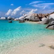 16981shutterstock_61145821_800_533---Deniz-icerisinde-kayalar-ve-bulutlu-gokyuzu