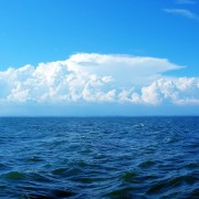 c1a62shutterstock_12766258_800_600---Mavi-deniz-ve-beyaz-gokyuzu