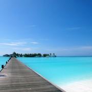 fbff9shutterstock_3560847_800_528---Bir-Maldiv-adada-turkuaz-okyanus-uzerinde-yaya-koprusu