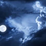 0a778shutterstock-149132216--Dramatik-fotograf---gece-buyuk-bulutlarla-kapli-gokyuzu-ve-dolunay