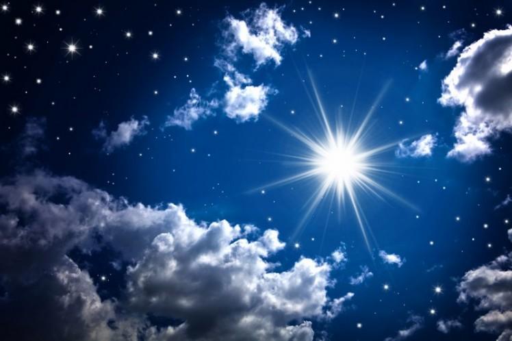 1a122shutterstock-99308936--gece-bulutlar-arasinda-parlayan-yildiz