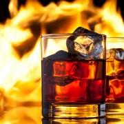 2ab91shutterstock_102570296--somine-arka-planinda-buzlu-viski-bardaklari