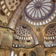 332e5shutterstock_113326225---Sultanahmet-camii-icerisinden---istanbul