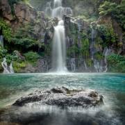 5e8a4shutterstock_99777794---Reunion-Adasi-uzerinde-bir-mavi-lagun,-trois-Bassins-selalesi