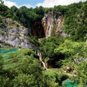 67707shutterstock_15940615---Hirvatistanda-bir-selale