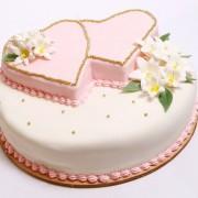 7847eshutterstock_31436722---pembe-beyaz-dugun-pastasi