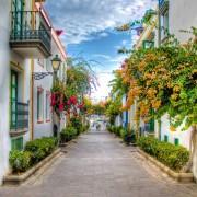 9a815shutterstock_140265316--puerto-de-Mogan,-gran-Canaria-Sokak