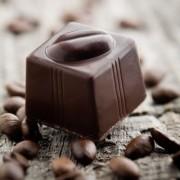 9e929shutterstock_70674331-cikolata-ve-kahve-cekirdekleri