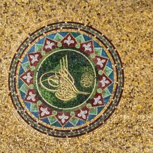 b38d7shutterstock_114957838---2.Abdulhamit-tugrasi--mozaik-desen