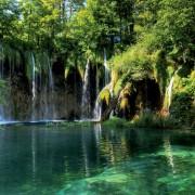 bcc1fshutterstock_16882624--Hirvatistan-Milli-parki-plitvice