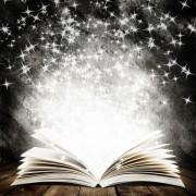 c09e8shutterstock_117713104----ahsap-kalas-ve-karanlik-soyut-arka-plan-uzerinde-dusen-yildizli-eski-acik-bir-kitap
