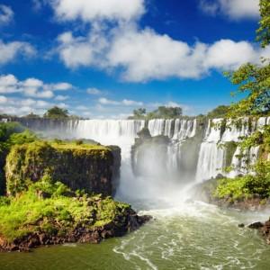 e519fshutterstock_103737443--iguacu,-Brezilya-ve-Arjantin-sinirinda-bulunan-dunyanin-en-buyuk-selaleler-serisi