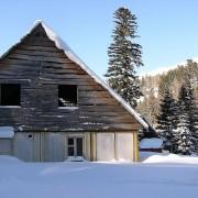 fc5ccshutterstock_2110421---Karlarla-kapli-dag-evi